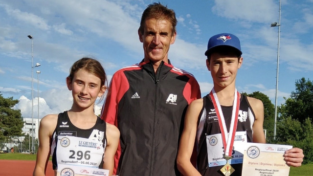 Tiziana und Adriano Rosamilia am Regionalfinal mit Trainer Beat Ummel