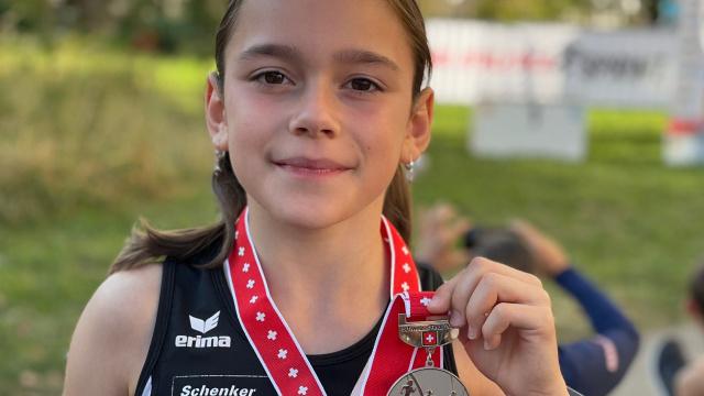 Sina Diriwächter mit ihrer Silbermedaille